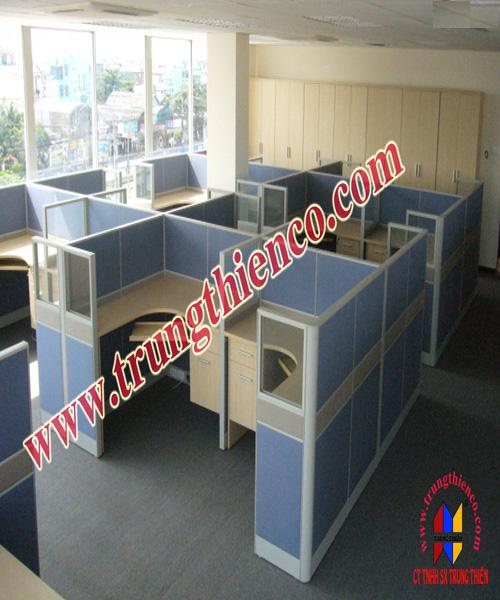 Vách ngăn cố định được sử dụng phổ biến trong văn phòng làm việc