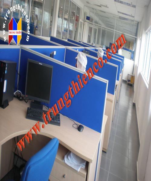 Vách ngăn văn phòng bằng gỗ mang đến cảm giác thân thiện, gần gũi khi sử dụng